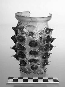 Nuppenglas, grünliches Glas, um 1460