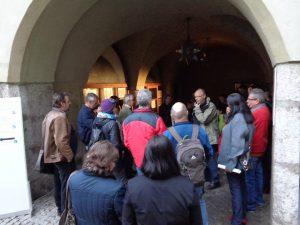 """Haller Nightseeing 2013, Führung """"Hall – Stadt am Fluss"""" mit Dipl.-Ing. Walter Hauser, Foto: Stadtarchäologie Hall i.T."""