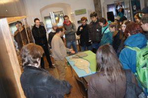 Besuch der StudienanfängerInnen des Instituts für Archäologien der Universität Innsbruck, 2013, Foto: Stadtarchäologie Hall i.T.