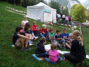 Archäologische Kindergrabung 2009, St. Magdalena, Foto: Stadtarchäologie Hall i.T.